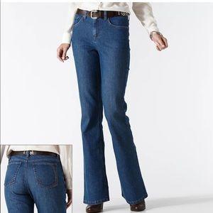 Gloria Vanderbilt Gabby bootcut jeans size 8